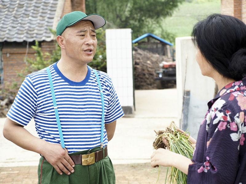 黄圣依为宋小宝穿上发型《第22条婚规2》组适合嫁衣长发圆脸什么图片