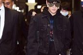 杨洋现身机场很帅气,将参加电影《三生三世十里桃花》定档发布会