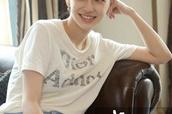 Angelababy亮相《创业时代》首次媒体探班,网友:未修图好美