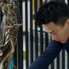 郑昊在司法女神像底座发现丢失的日记